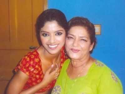 Sayantani Ghosh remembers Saroj Khan: Those Rs 100 notes signed by you as a blessing are precious