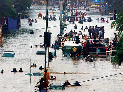Photos: Mithi River floods Mahim, Matunga tracks; 1500 evacuated in Kurla