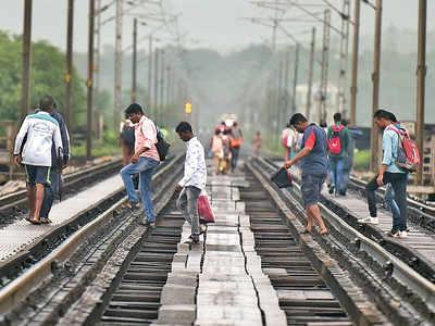 Another life slips through Vaitarna rail bridge