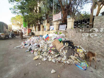 Uncleared waste raises stench in Bhavani Peth