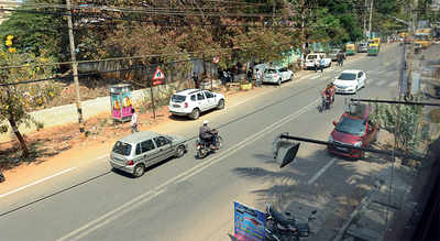 Gang attacks, robs cab driver in Kodigehalli