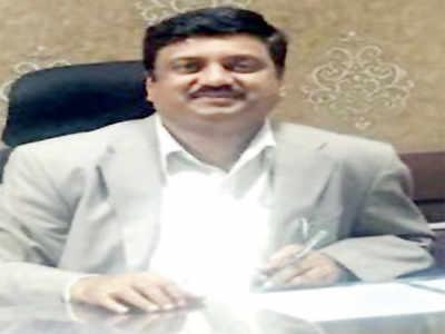 IAS officer BM Vijay Shankar accused in IMA scam ends life