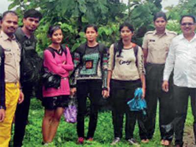Villagers, cops rescue trekkers stranded in Chanderi Fort