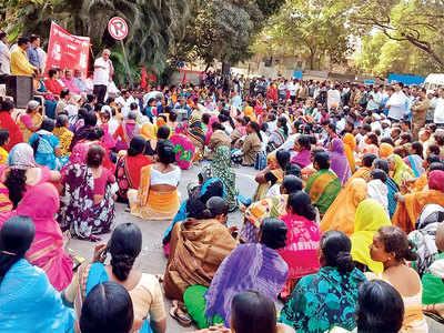 PMC's sanitation staff seek police protection