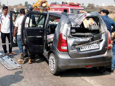 Man agrees to drive family, dies on E-way