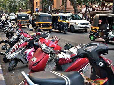 Notices served to Prabhat Road commercial establishments for parking lot encroachment