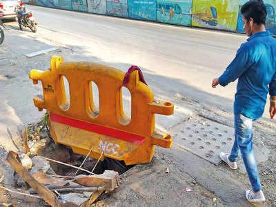 Open manhole irks Karve Rd motorists