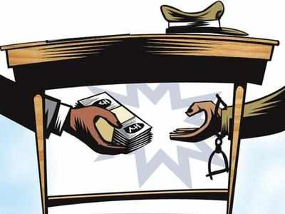 Tax consultant nabbed taking bribe