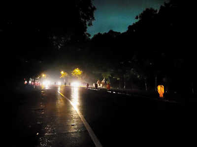 Streetlights not working in Bhosari; risk of crash