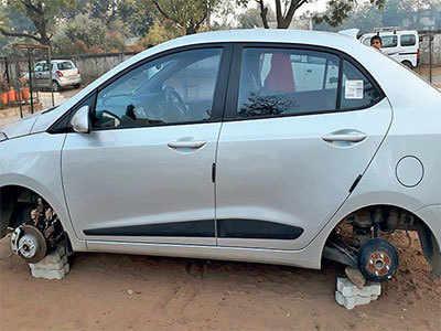 Gandhinagar: Thieves leave cars, steal tyres instead