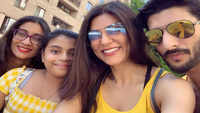 Sushmita Sen's latest family picture with daughters and boyfriend Rohman Shawl is all hearts!