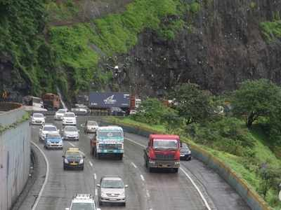 Major accident on Mumbai- Pune Expressway, five killed as truck overturns on them