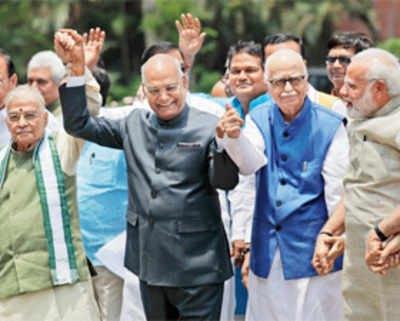 Hand in hand: Show of support for Kovind