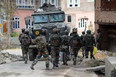 Soldier and terrorist killed in South Kashmir encounter, search operations continue
