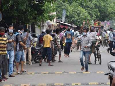 Long queues outside liquor shops in West Bengal, social distancing goes for a toss