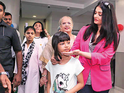 Aishwarya Rai Bachchan spotted with daughter Aaradhya