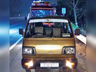 Five killed after tempo crashes into them while pushing stalled car on Mumbai-Pune Expressway