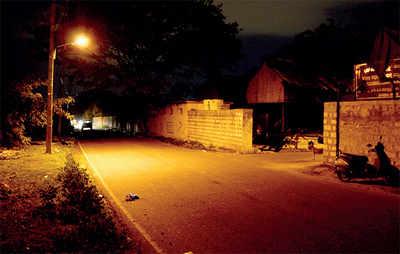 Robbers strike in the dark on Kalpalli Cemetery Road