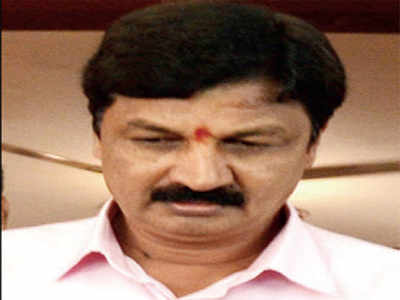 Seedy CD catches Ramesh Jarkiholi on wrong foot