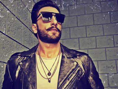 Ranveer Singh grooves to Jumma Chumma at the success bash
