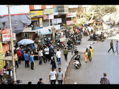 Vendors eat up space on Bajirao Road pavement