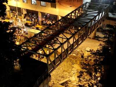 Foot over Bridge collapses outside CSMT: 6 dead, more than 30 injured; Fadnavis promises detailed inquiry