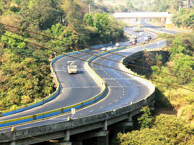 Now, you can drive down the Mumbai-Pune Expressway at 120 kmph, Gadkari okays panel recommendations
