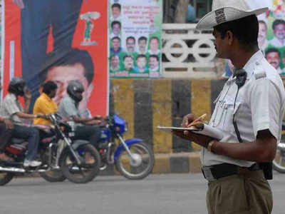 Traffic police note vehicle numbers, warn to seize it