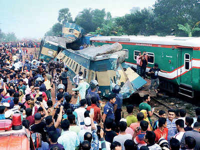 16 killed in Bangla train collision