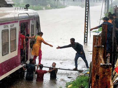 Mumbai Rains: Kurla-Sion locals reach out to stranded passengers of stalled train