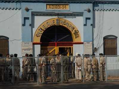 Sabarmati Central jail inmate ends life by hanging from tree