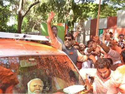 Pune Lok Sabha Results 2019: BJP's Girish Bapat celebrates victory over Congress' Mohan joshi
