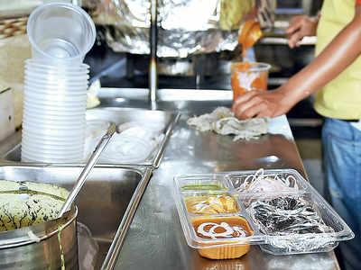 4 food aggregators back NRAI; Zomato stands its ground