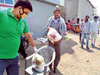 Residents from Wagholi arrange travel home for area's migrants