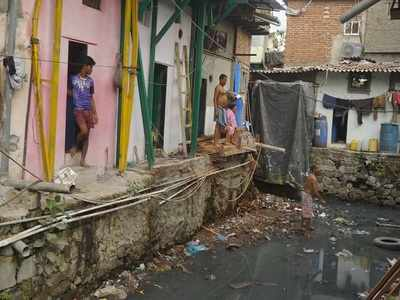 BMC asks Vile Parle slum dwellers to vacate houses within 48 hours