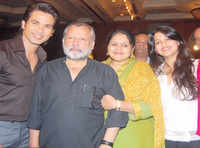 Watch: Shahid Kapoor and his family