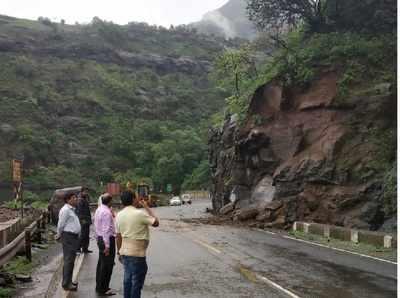 Traffic resumes after landslide debris in Malshej ghat is cleared