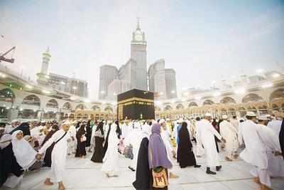 Muslims around world celebrate Eid as hajj enters final days