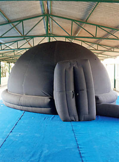 See the universe in an inflatable mobile dome
