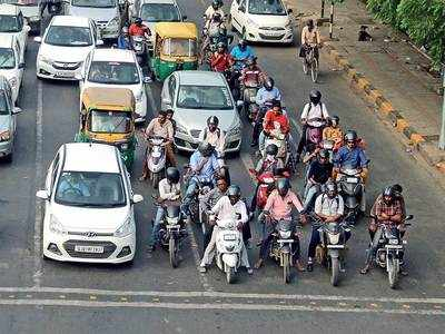 DAY 1 OF MVA IMPLEMENTATION : Traffic cops go easy on citizens