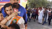 Arvinder Singh Lovely plays cricket, takes jibe at BJP candidate Gautam Gambhir