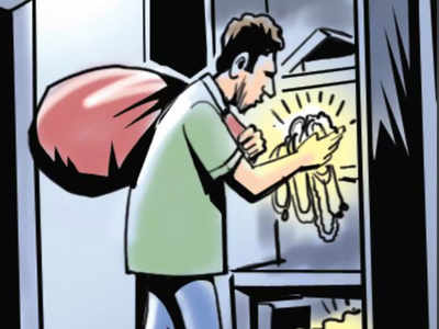 Rs 1.5 lakh, gold stolen amidst lockdown