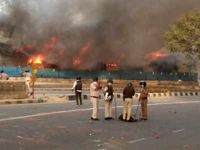 Delhi shelter set on fire; 6 held