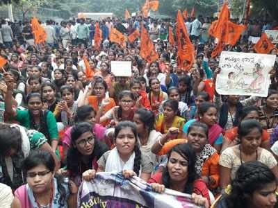 Protests continue, crowds swell: People not ready to compromise for less than death penalty for Disha rapists