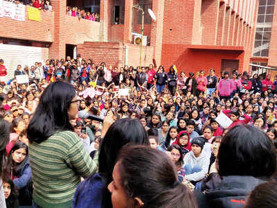 Delhi police file FIR, students protest