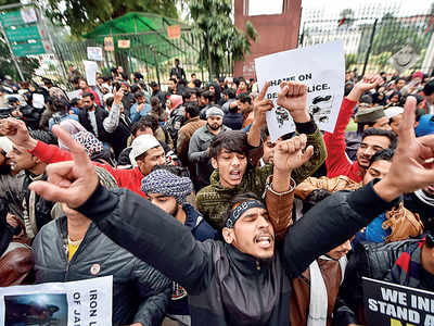 Violence in Delhi as students, Opposition step up protests