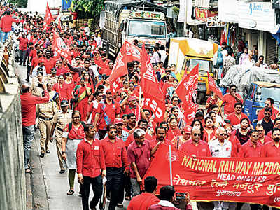 Railway unions protest against privatisation plans