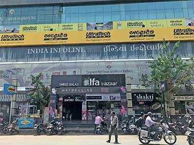 Women steal Rs 2.25L kurtis from Law Garden boutique in just 30 mins