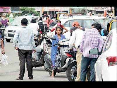 Traffic cops to wield CCTVs against riders roaming sans masks