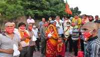 Families travel to Haridwar from Jaipur carrying ashes of those who dies in lockdown